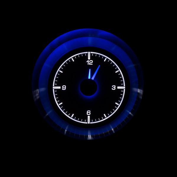 HLC-63C_VET Clock Gauge Ice White Night View