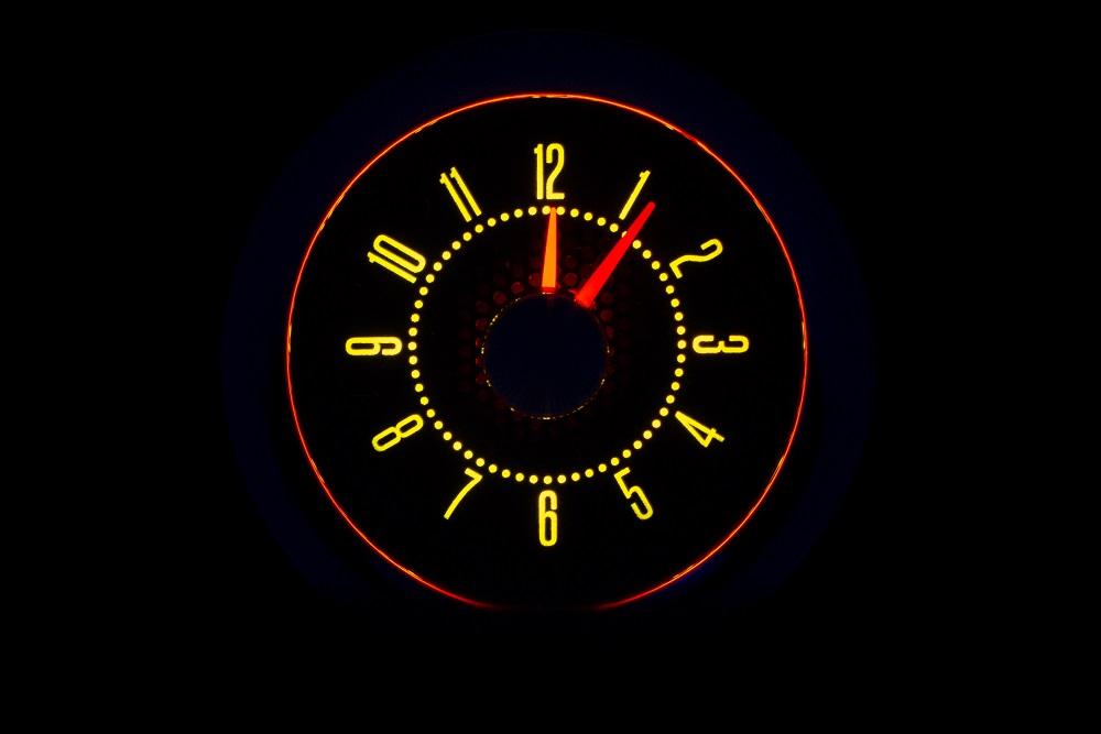 RLC-58C-VET Clock Gauge Yellow Flare Night View