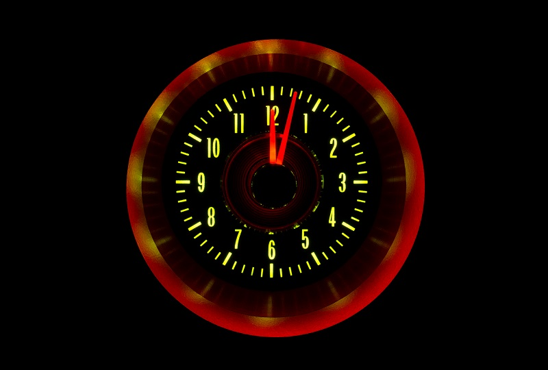 RLC-64C-VET Clock Gauge Yellow Flare Night View